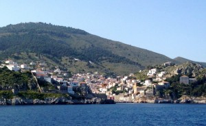 The first beautiful island of Hydra - pronounced Eedra.  Our favourite!!